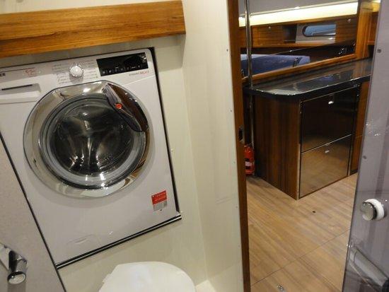 Na jachtach Delphia dostępne są nawet pralki. Czarter jachtów Delphia w Chorwacji czy Grecji to świetna przygoda.