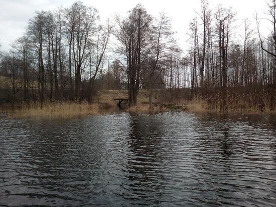 Jezioro Wojnowo na Mazurach to strefa zakazu poruszania się na silniku spalinowym.