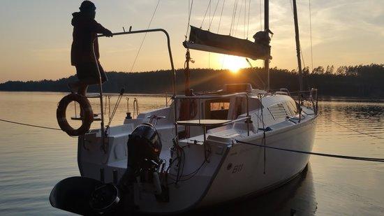 Jacht Phila 900 na Mazurach, czarter jachtów na Mazurach to niesamowite widoki!