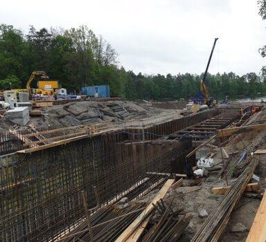 Śluza Guzianka remont. Nowa budowla (Guzianka 2) rośnie jak na drożdżach